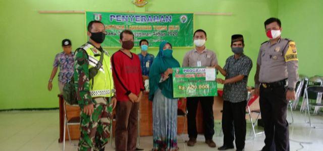 Sekcam Pagelaran wakili Camat hadiri Penyerahan BLT DD ke 150 warga di Pekon Gumukrejo